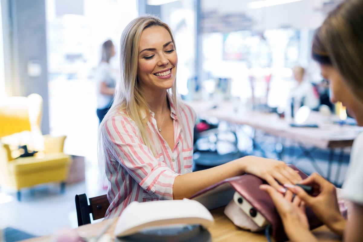 manicure hybrydowy legnica